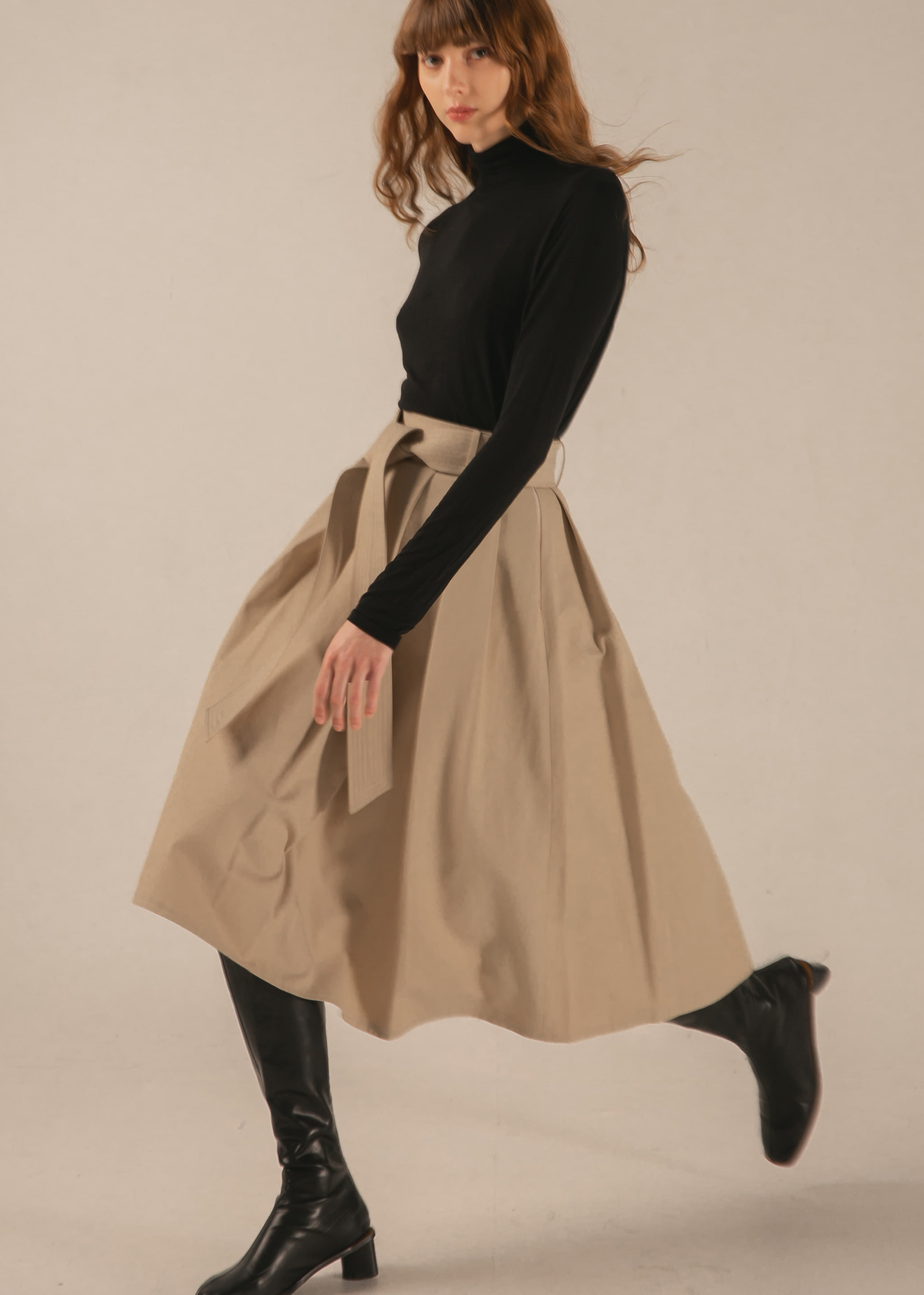 PLEATED TRENCH SKIRT (BEIGE)